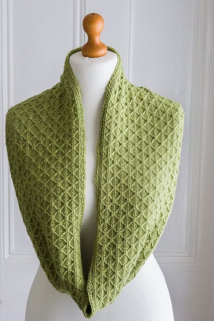 Free Pattern: Quilted Lattice Cowl