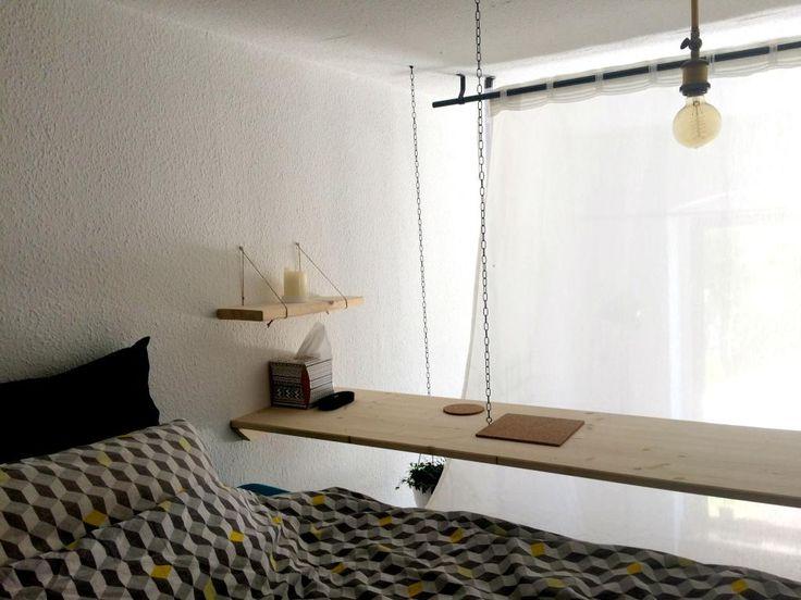 Ein hängender Nachttisch fürs Hochbett bietet die optimale Ablage. Eine spannende DIY-Idee! #diy #idee #möbel #regal #holz