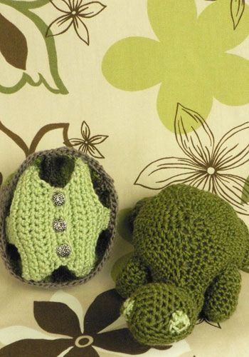 Turtle comes out of his shell vest: free crochet pattern
