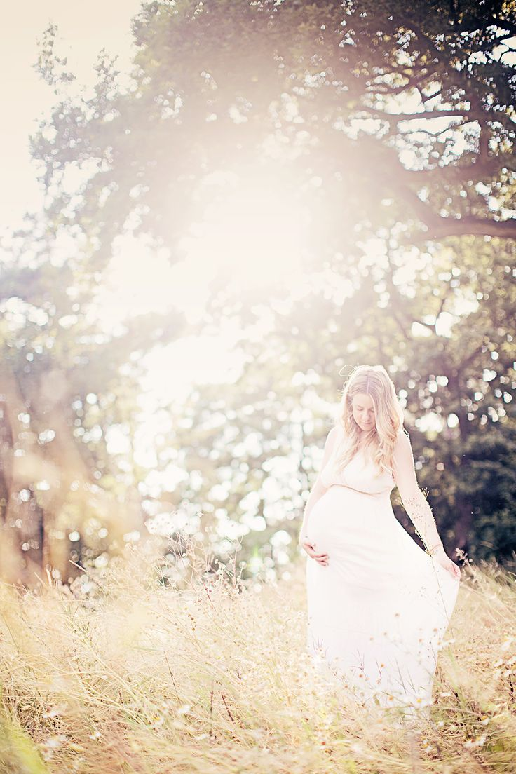 Maternity photography // http://lovebyemelie.com