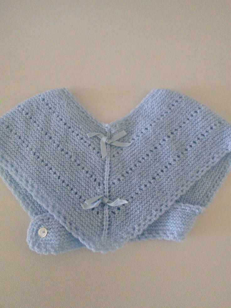 Toquilla de lana azul para bebé.  Hecha por María Landín