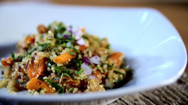 «Pour rehausser le goût de mon quinoa, j'ajoute un liquide aromatique lors de la cuisson. Ici, je vous propose le jus d'orange dont l'acidité se marie très bien avec la carotte sucrée.»