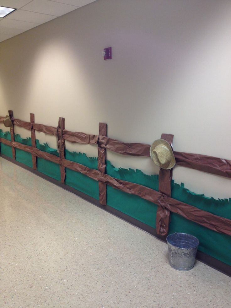 wild wild west - decor ideas... use plastic table cloths for fence posts?