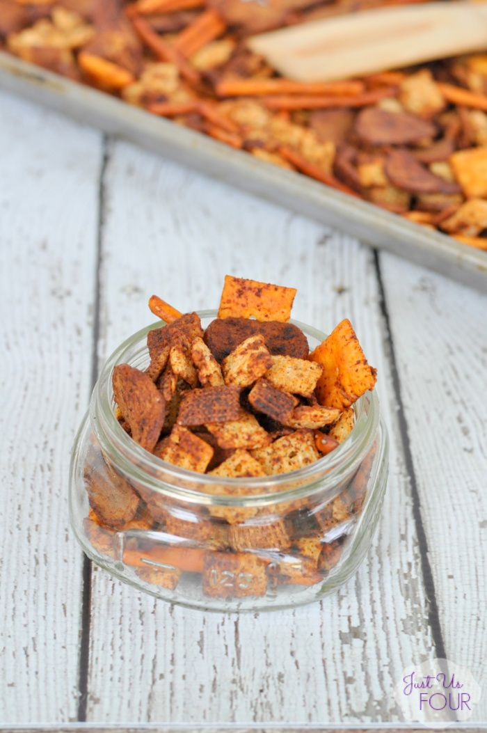 Sriracha Ranch Chex Mix (possibly add oyster crackers or goldfish crackers) (Siracha Chex Mix)