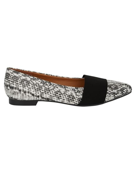 An elasticated flat with a pointed toe. These flats are designed for a wider fit.