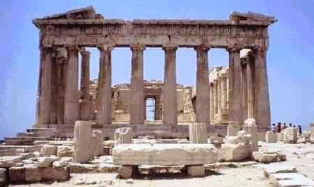 O Partenon (Atenas, Grécia) -   Foi um templo da deusa grega Atena, construído no século V a.C. na acrópole de Atenas. É o mais conhecido dos edifícios remanescentes da Grécia Antiga e foi ornado com o melhor da arquitetura grega. Suas esculturas decorativas são consideradas um dos pontos altos da arte grega.