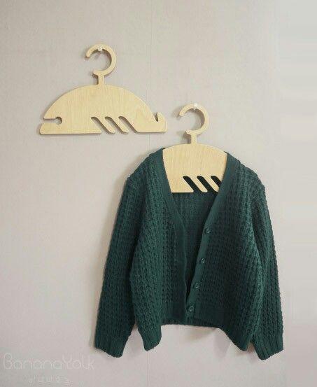 """""""BALEINE"""" Kids wooden hanger """"whale"""" petit cintre d'enfant en forme de baleine  banannayolk.com"""