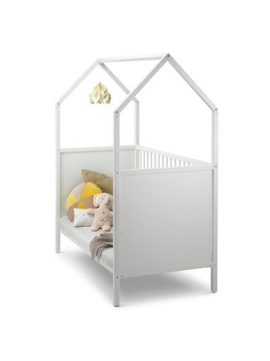 Das Bett ist das Herzstück der Stokke® Home™ Kollektion. Zusammen mit der Wiege, dem Wickelaufsatz und der Kommode bietet es unzählige Gestaltungsmöglichkeiten für das perfekte Kinderzimmer. Ein Haus im Haus, nur für Ihr Kleines: Die klaren Linien und die besondere Form machen das Bett zum Highlight jedes Kinderzimmers. Mit den zusätzlich erhältlichen Textilien wird eine ruhige Atmosphäre für das Baby kreiert oder das Bett in ein Spielhaus für das Kind verwandelt. Das Konzept ist ideal für…