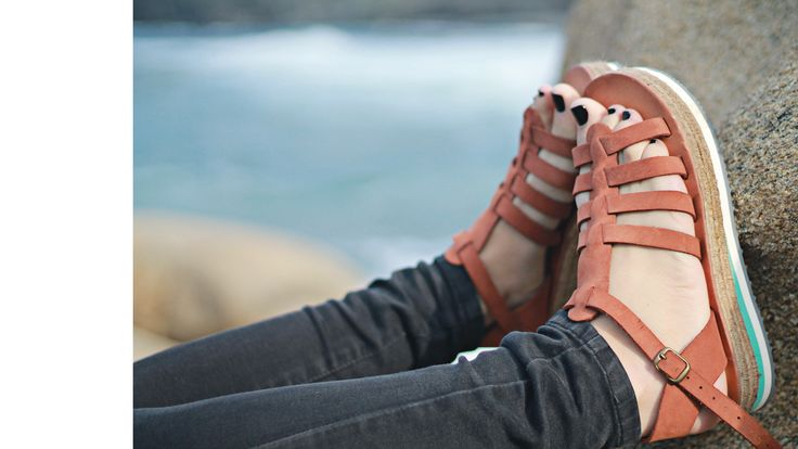 BROWN sandals. Made in Greece.  #laouti  find them here: www.esiot.gr