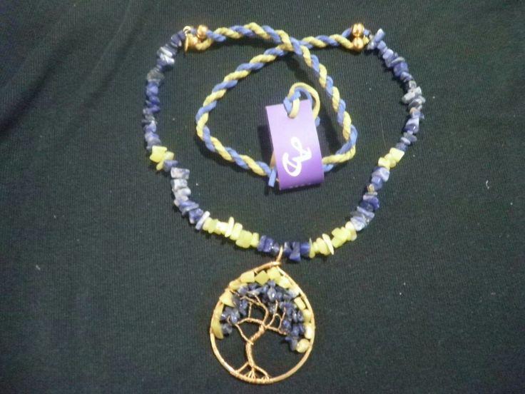 Collar de sodalita y jade verde con árbol de la vida en técnica de alambrismo