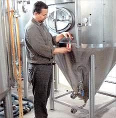 Μπερντ Μπρινκ, ο Γερμανός που παράγει Κρητική Μπύρα