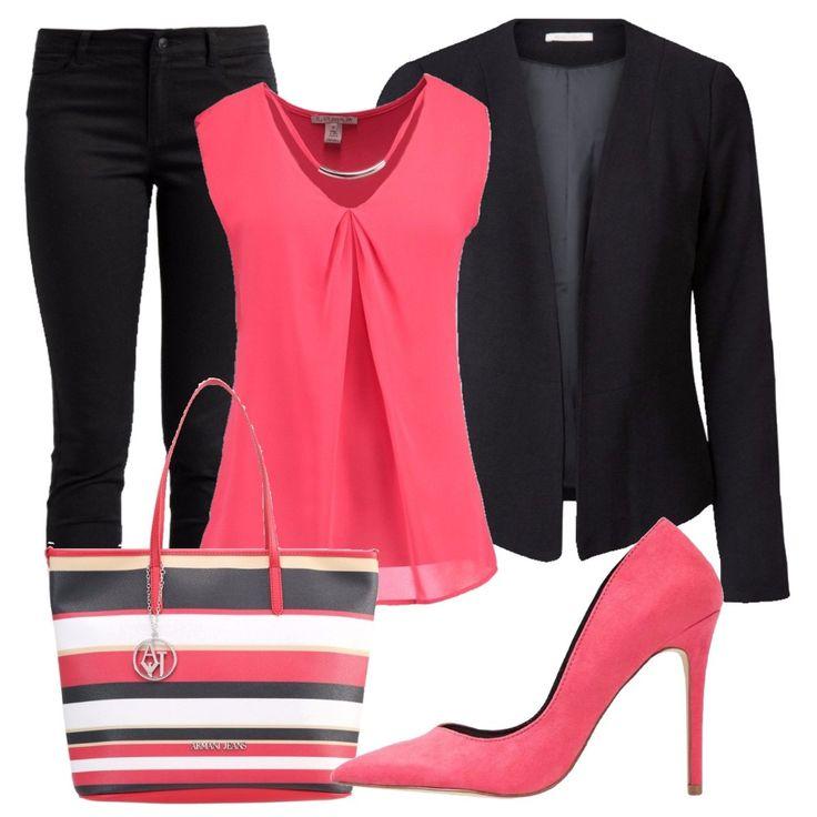Outfit+composto+da+blazer+nero+e+camicetta+in+jersey+con+scollo+a+V+profondo+senza+maniche.+Jeans+neri+slim+fit+con+vita+normale.+Decolleté+rosa+in+tessuto,+a+punta+e+con+tacco+a+spillo.+Per+concludere+borsa+a+mano+griffata+in+fintapelle+a+righe+e+chiusura+con+cerniera.