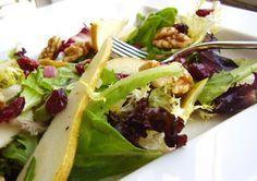 Le insalate invernali sono una raccolta di ricette per depurarsi e ristabilire il giusto equilibrio nell\'organismo dopo gli abbondanti e sregolati pasti delle festività.