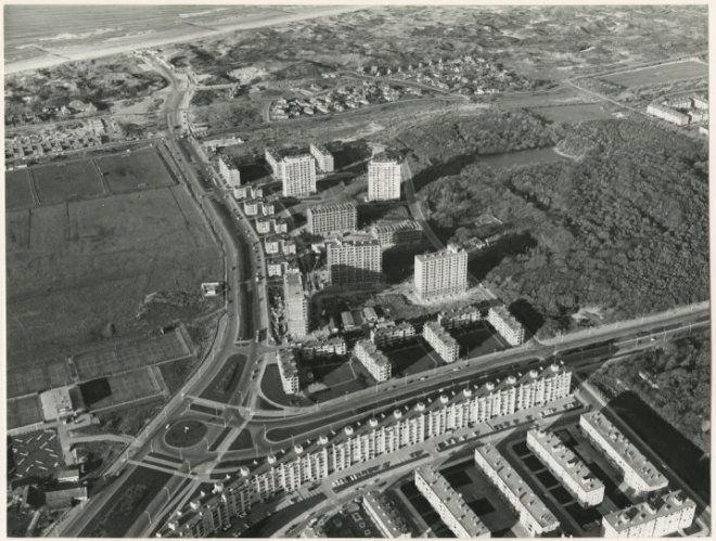 11-1965, Luchtfoto Kijkduin en Ockenburgh, met Kijkduinsestraat en Laan van Meerdervoort