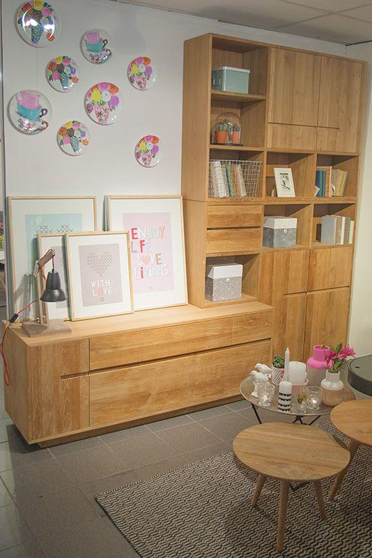 De plantage teakhouten boekenkast Tulp is multifunctioneel!! Het is zowel een boekenkast en een tv dressoir!! De kast is voorzien van handige lades, deurtjes en kleppen om al uw spullen in op te bergen!! In de open vakken kunt u uw mooiste aanwinsten showen!!