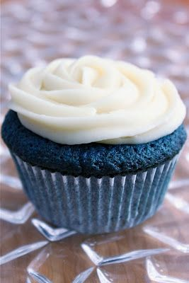 "Baked Perfection: Blue Velvet ""It's a Boy!"" Cupcakes... should make these for my little nephew Max :) (Jen good shower idea!)"