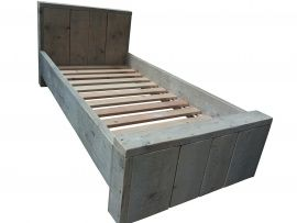 Elize  Kinderbedje is in verschillende maten te verkrijgen. De buitenmaten van het bed zijn zowel in de lengte als in de breedte 6.5cm groter dan de matrasmaat. Hoogte van het hoofdeinde is 65cm en de hoogte van het voeteneinde is 35cm.  Afbeelding bxlxh 66x120x65cm