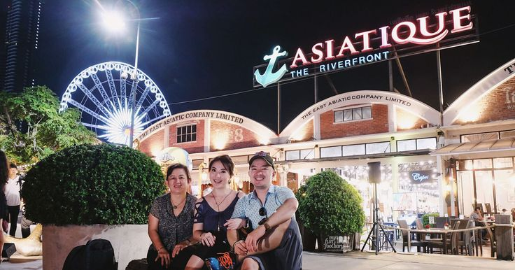 After 2 hours of traffic jam, finally, we're here at #Asiatique The Riverfront #Bangkok 😍 Indeed, it's a huge mall, with river views to Chao Phraya River. Read more: http://bit.ly/asiatiquebangkok?utm_campaign=coschedule&utm_source=pinterest&utm_medium=Mullie%20Marlina&utm_content=%5BTHAILAND%5D%20Asiatique%20The%20Riverfront%2C%20Huge%20Open-Air%20Mall%20Bangkok