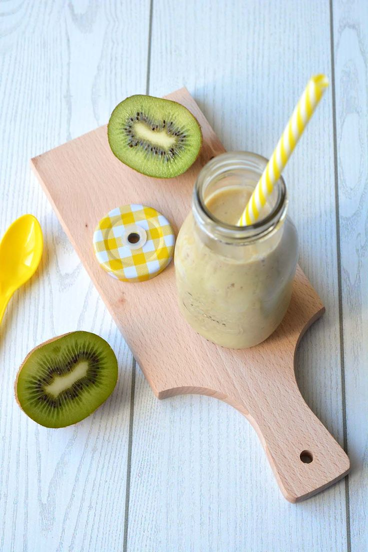 Smoothie al kiwi, cocco e banana: gusto esotico e tante vitamine per tornare in forma dopo le feste di Natale