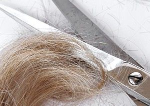 """Sjuk sköldkörtel upptäcktes med hårmineralanalys. För 5 år sedan mådde Anna-Karin Amilon mycket dåligt. Hon var deppig och trött och tyckte inte att det satt i """"huvudet"""", utan att problemet var kroppsligt. Hon hörde talas om diagnostikmetoden hårmineralanalys och bestämde sig att prova. Anna-Karin gick till Ulla Thoresen på Kostverkstaden i Lund som tog hårprover och skickade till ett labb i USA. När analysresultaten kom tillbaka visade de bland annat att hon hade mycket höga halter…"""