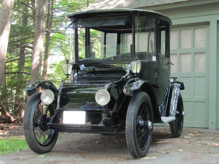 1914 Detroit Electric. Range: more than Nissan Leaf!
