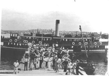 Ferry KOOKOOBURRA at Quarantine Station Wharf, North Head. These people will be passengers from a liner which, inbound, has reported carrying some contagious disease. early 1930s