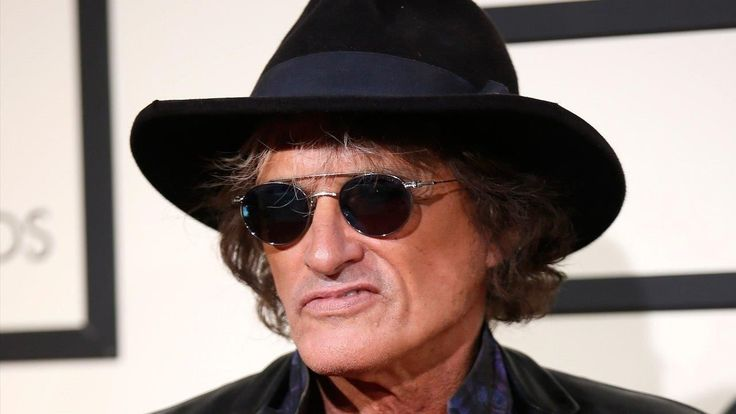 Legendary Aerosmith guitarist Joe Perry in stable condition after being taken to the hospital during show | Fox News