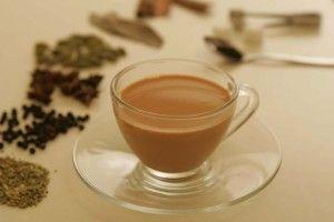 Masala çayı birçok baharat içermesi sebebiyle sağlık açısından oldukça faydalı bir çaydır. Masala çayının faydaları arasında yorgunluğa iyi gelmesi ve vücudu canlandırması sayılabilir. Soğuk algınlığı ve grip gibi rahatsızlıklara karşı da fayda sağlar. İçeriğindeki zencefil ve karanfil gibi baharatlar sonucu sindirim sistemini rahatlatır. Kolesterolü dengeler ve kalbe iyi gelir. Sinirleri yatıştırır ve diyabete de yarar sağlar.