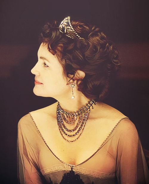 Elizabeth McGovern as Cora the Countess - Downton Abbey..in a Tiara of course