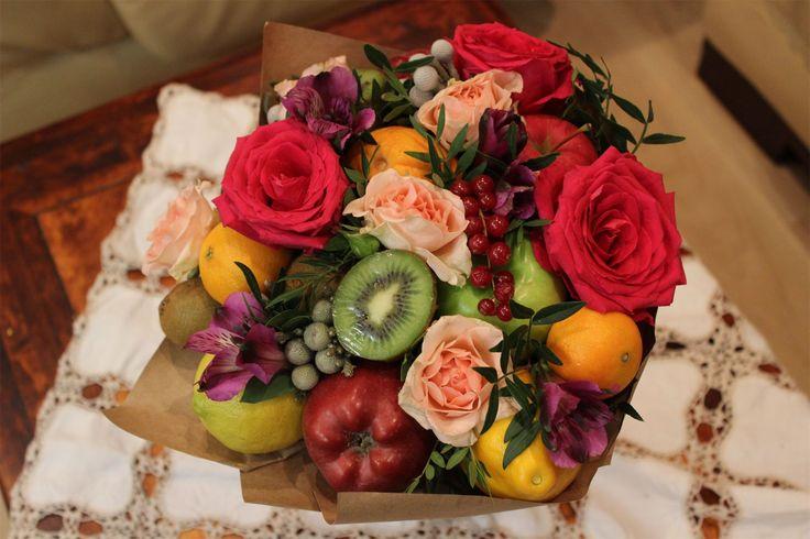 Цветы должны быть без повода. Счастье должно быть настоящим. Дом - тёплым. Любовь взаимной. Погода, а без разницы какая погода! Будьте счастливы этой зимой!
