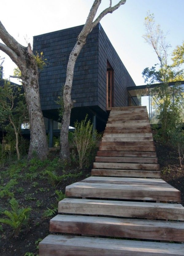 Ranco-house-by-Elton-and-Lniz-architects: Black House, Arquitecto Asociado, Ships Container Homes, Woods Stairs, Ranco House, Container House, Outdoor Step, Modern House, Step Up