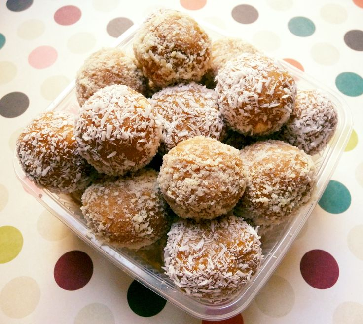 Dulce de leche and butter biscuit balls (cocadas)