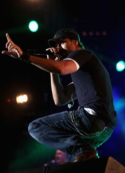 Enrique Iglesias Photos  - MTV Live Georgia - Show - Zimbio