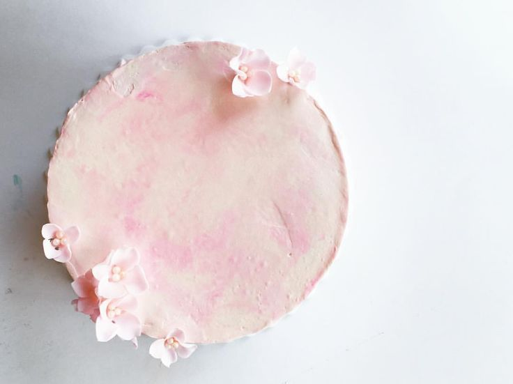 Vanilla, raspberry and rose water buttercream cake. Decorated with florals and watercolour. @stuffmelbakes