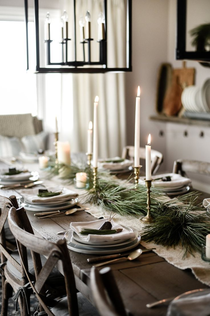 10 Beautiful Christmas Tablescapes To Inspire Your Holiday Decorating Christmas Table Settings Christmas Table Decorations Christmas Tablescapes