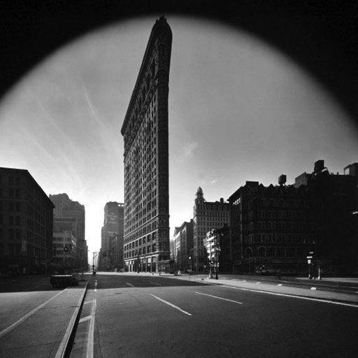 Elliott Erwitt, New York City. Flatiron Building, 1969.