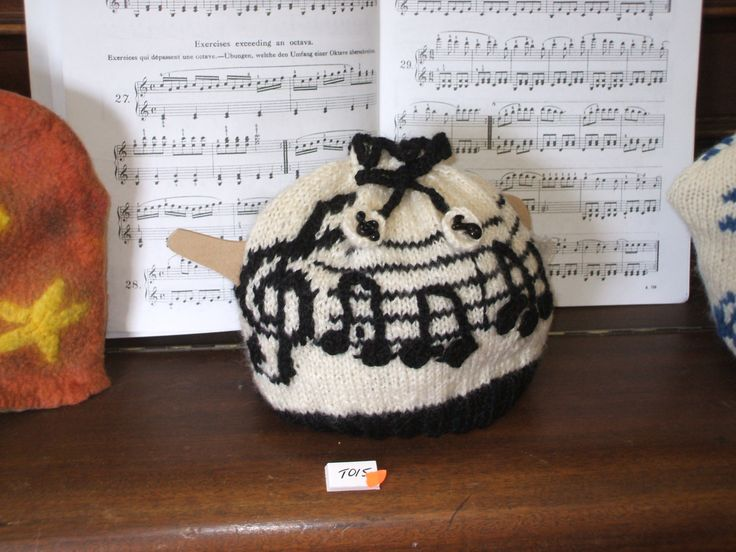 """""""Tea for Two"""" tea cosy"""
