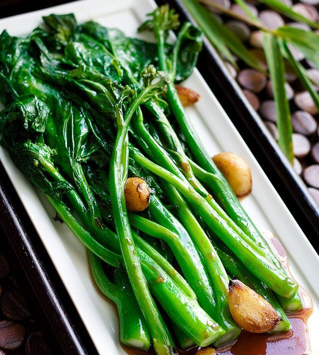 Chinse Broccoli with Oyster Sauce Recipe//  This is my absolute FAVORITE dim sum on the planet.  I mean it beats out char sui bao!!  It's that good and it's insanely simple too! ♥