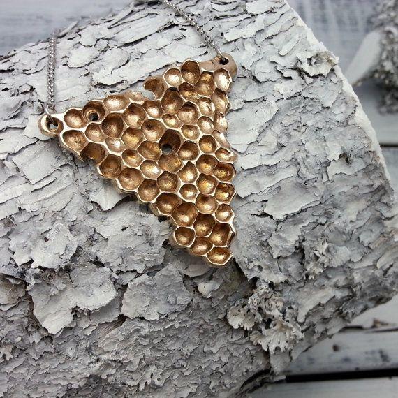 Collier Rayons de Miel Géant - Bijoux en Bronze - Collier Bronze - Rayons de Miel - Abeilles - Ruche - Nid d'abeilles - Nature - Rustique