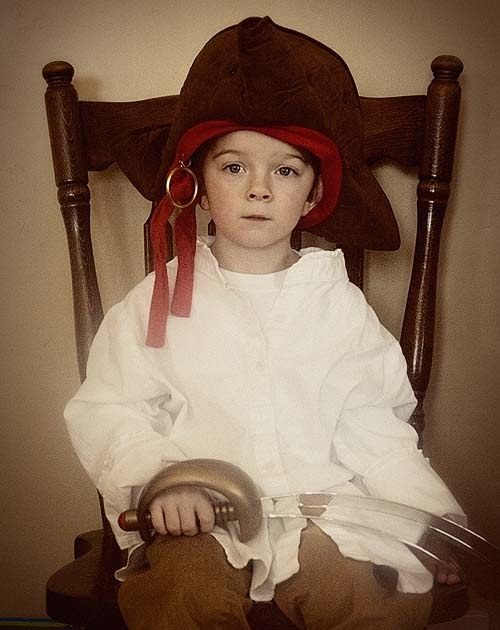 {captain Beckham: age 4}  my sweet little pirate turned 4 this last week & at our house we LOVE a good party. i am so lucky to have great f...