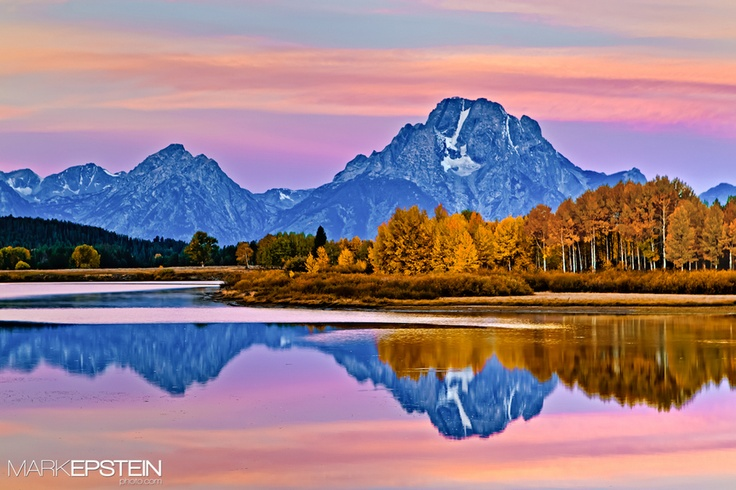 Oxbow Bend at Dawn      Mount Moran reflects off the Oxbow Bend of the Snake River on a colorful fall morning.