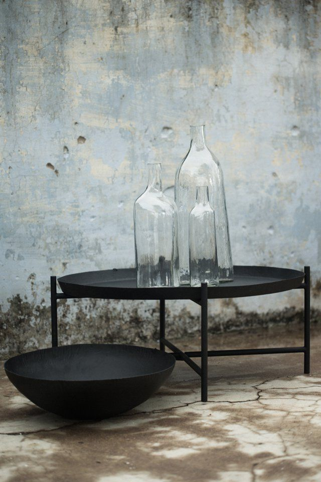 """Table basse et grande coupelle noire, collection """"Svärtan"""" IKEA"""