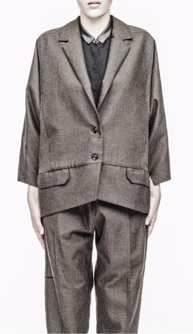Revers Fischerite Cotton Oversize Blazer. Oversize boyfriend style blazer from Berenik with two front pockets, two buttons and cuff slot.  Fully lined. Pair with skinny high waisted jeans or trousers for best effect. #fashion #style #blazer #outerwear
