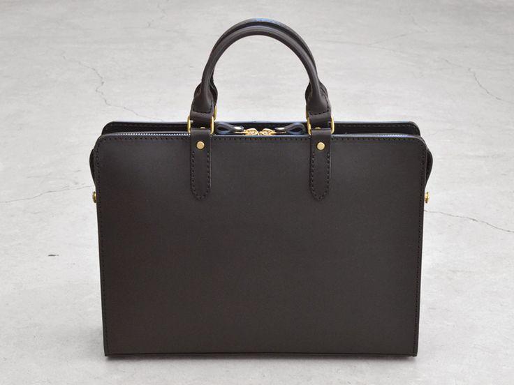 プレーンな盤面でイタリア革の質感を楽しめるブリーフケース「革鞄のHERZ公式通販」