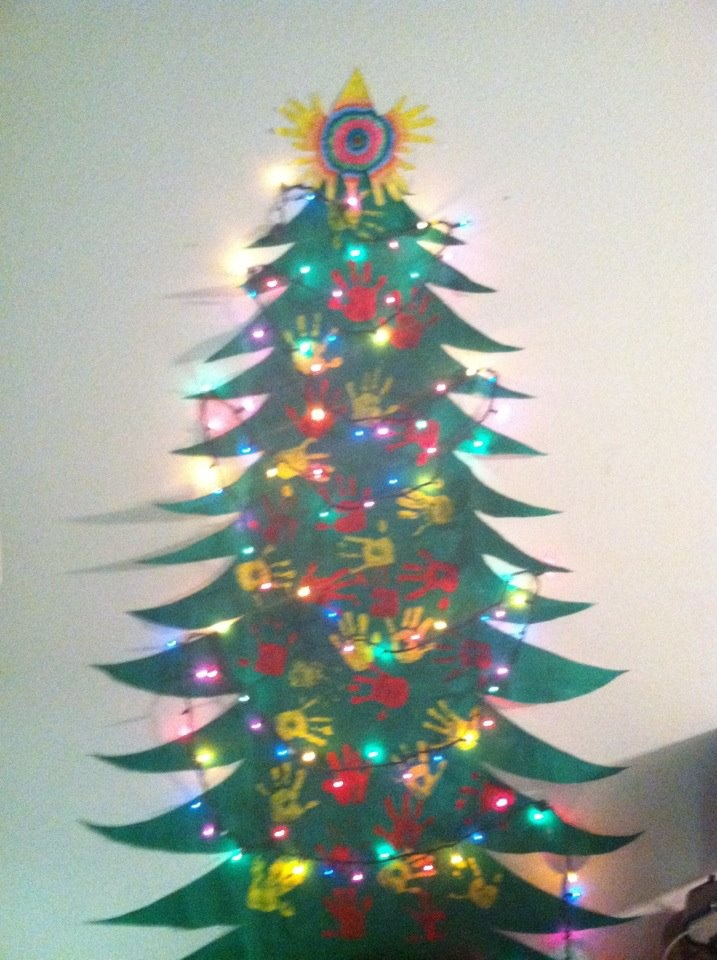 How To Make Christmas Tree Ornaments Out Of Construction Paper : Fun christmas tree to make with the kids roll of