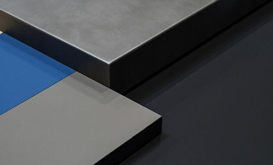 FENIX NTM  -superficie estremamente opaca -anti impronte digitali  -piacevolmente soft touch La nuova nanotecnologia FENIX NTM è fortemente resistente ai graffi, all'abrasione, allo strofinamento e al calore secco. Resiste molto bene agli urti, ai solventi acidi e ai reagenti di uso domestico, è anti-batterica, facile da pulire, idrorepellente e antimuffa. Scopri il nuovo materiale per l'interior design. #nanotech #design #TeleseArredo