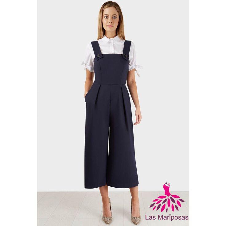 Φανταστική ολόσωμη ζιπ κιλοτ φόρμα για εντυπωσιακές εμφανίσεις σε σκούρο μπλε navy χρώμα, με χοντρές τιράντες και άνετο φαρδύ παντελόνι σε στυλ ζιπ κιλοτ. Το απόλυτο fashion statement κομμάτι της σεζόν.