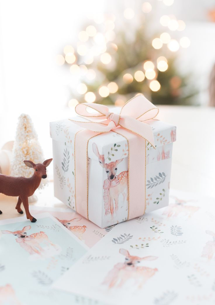 free printable Christmas wrapping paper from @lucy