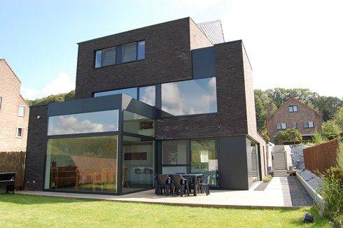 Half open bebouwing te kessel lo voor 4 kids leven op 4 niveaus huis bouwen pinterest - Landscaping modern huis ...