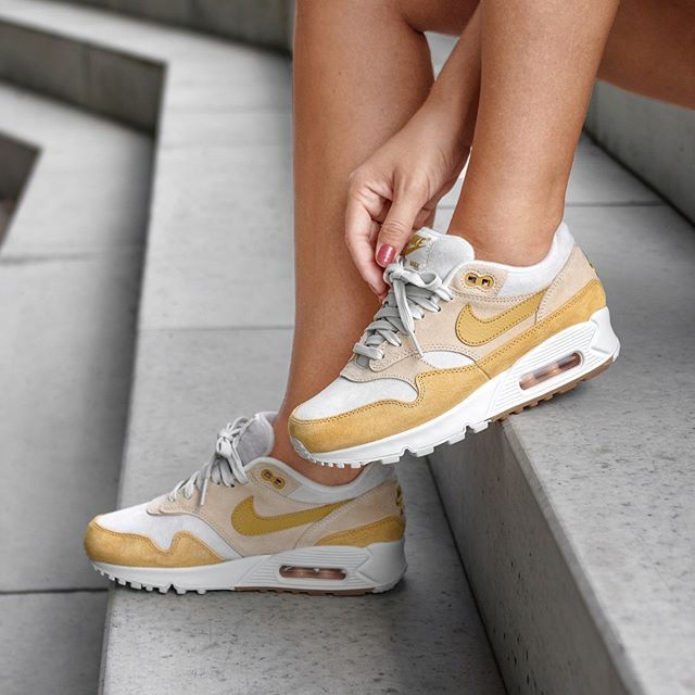 Nike Wmns Air Max 901 (Guava Ice Wheat Gold Summit